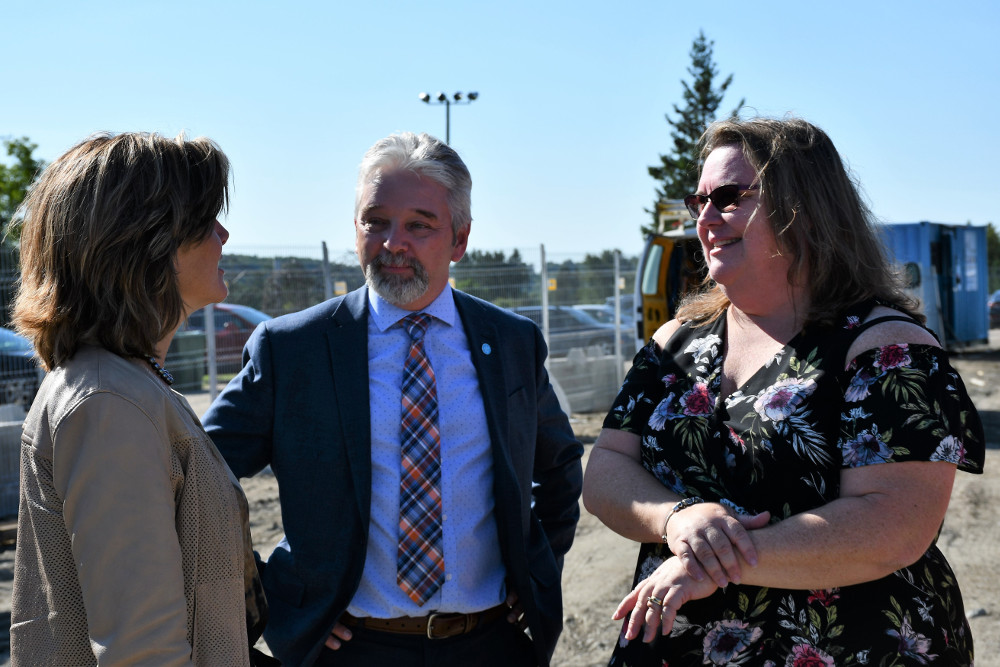 Principal Debbie Picard and WQSB Director General Mike Dubeau in a conversation with former MNA and Justice Minister Stéphanie Vallée.
